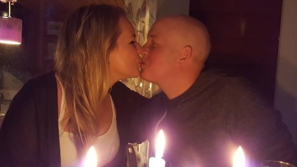 Anna och Anders pussas redigerad (3)